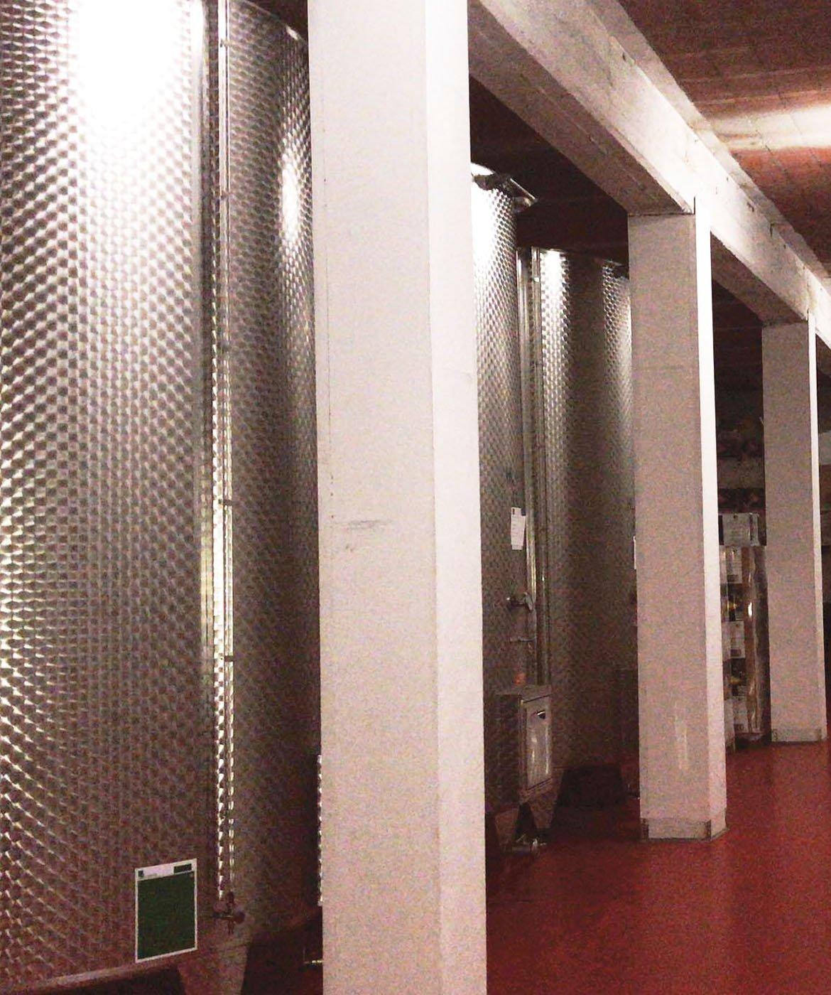 Monferrato Bianco vasche di acciaio