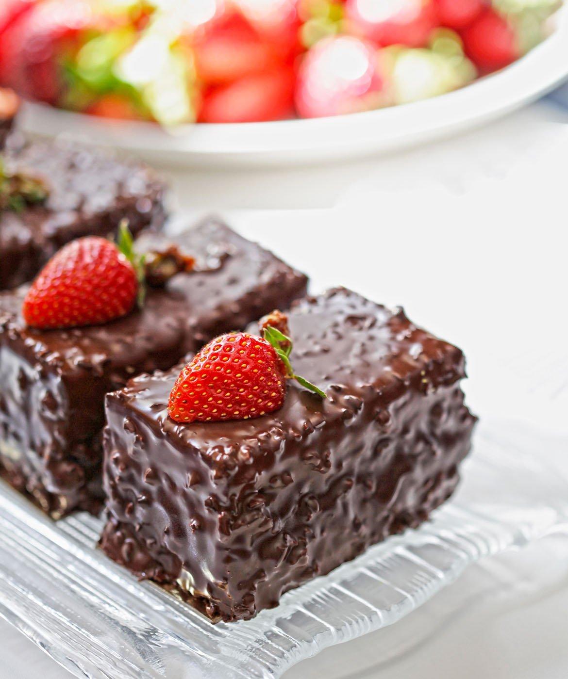 Torta al cioccolato con fragole abbinamento con brachetto